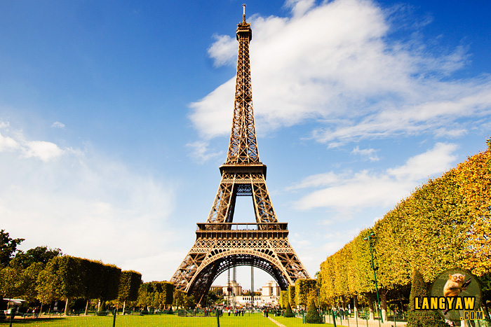 The great erection of Paris, the Eiffel Tower