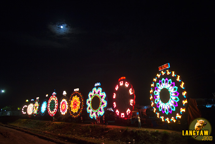 Entrants from the different barangays of San Fernando line their giant lanterns