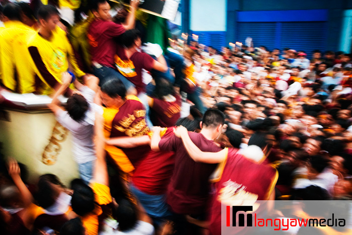 Devotees near the carroza jostling to touch the image