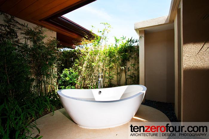 Couples room tub