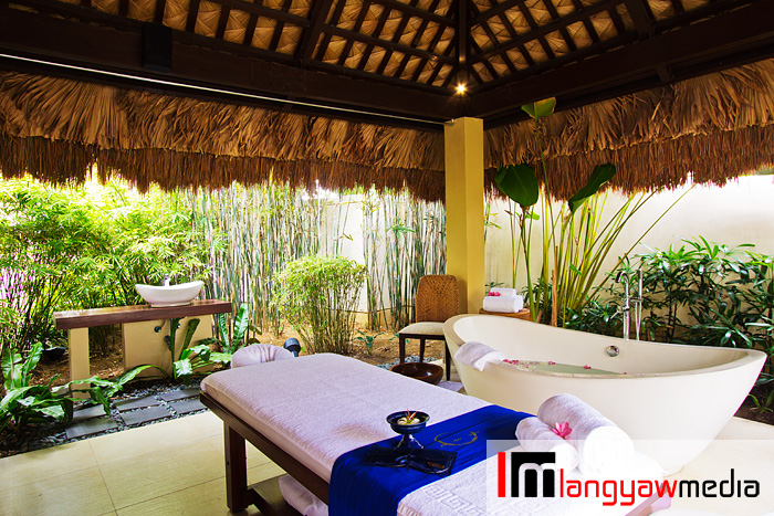 More of the massage cabanas around the spa