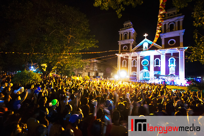Sto. Nino devotees gather in front of the San Jose Church for the religious sadsad