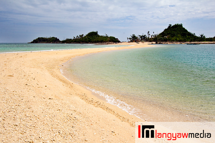 The sandbar is a tongue of land jutting out from Bantigue Island