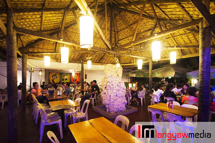 The Bora Hut's main centerpiece and where it got its name is a Boracay inspired architecture with a coral monolith in the middle