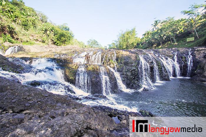 Wider view of Malinamon Falls