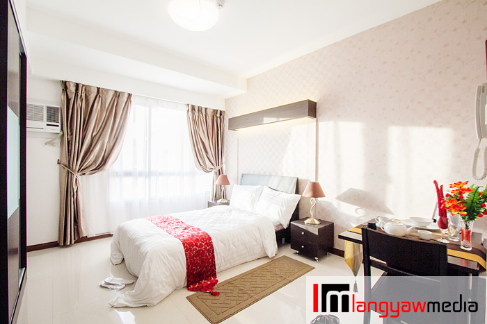 Spacious service apartment that is available for short or long term lease