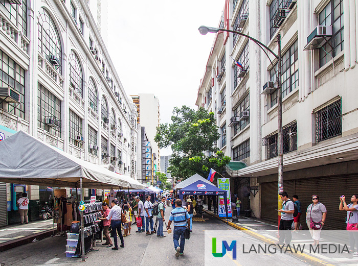 Escolta Street with the #selfiescolta street market event flanked by the Regina Building at the left and the First United Building at the right.