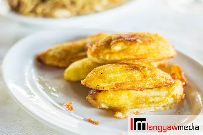 Sinapot, fried sliced saba bananas