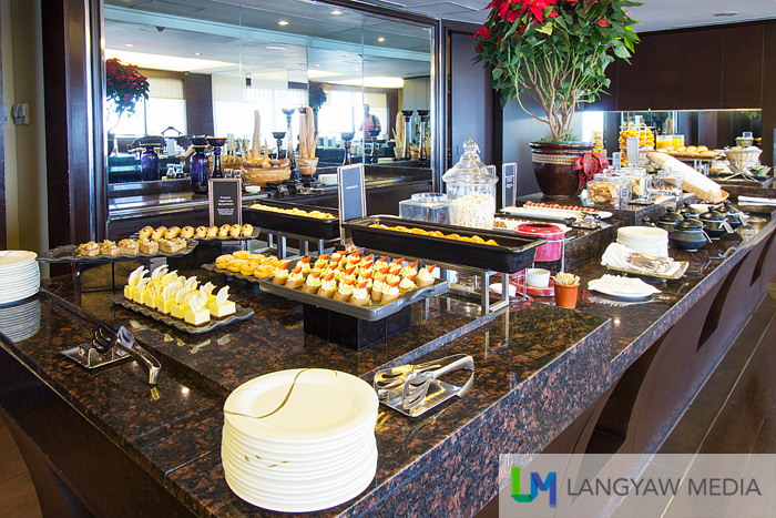 The buffet spread that changes during breakfast, afternoon snacks, all day refresh,ents and during the cocktail hour