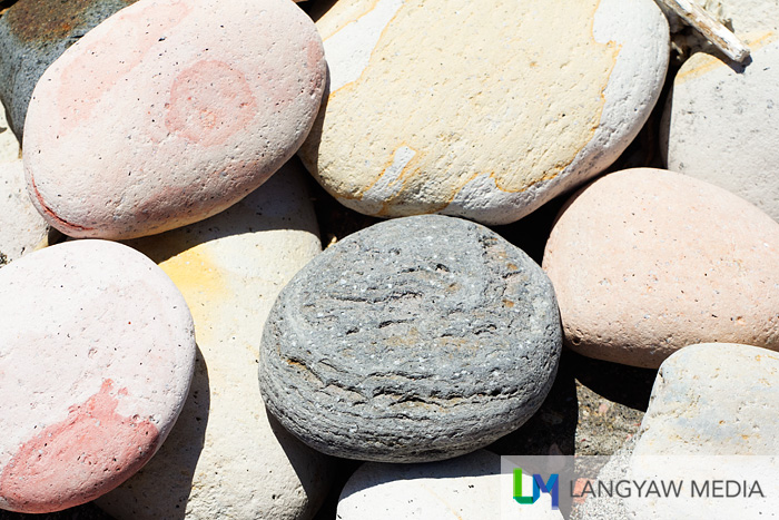 The round and generally smooth stones in various sizes are ideal for stone balancing