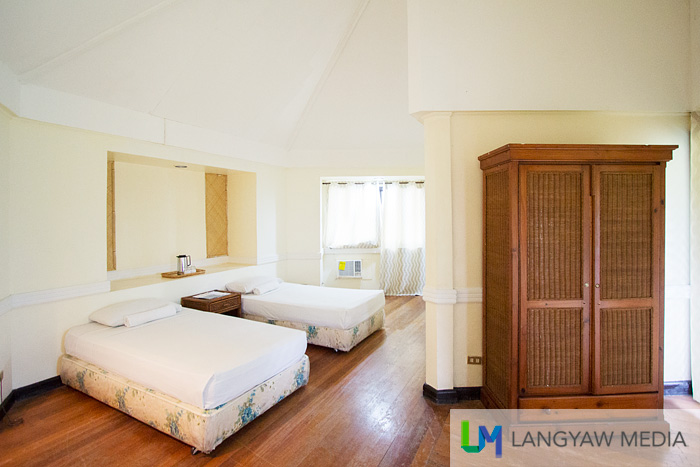 The cabanas at Resort Beach have spacious interiors, usually wit htwo beds in a hexagonal form