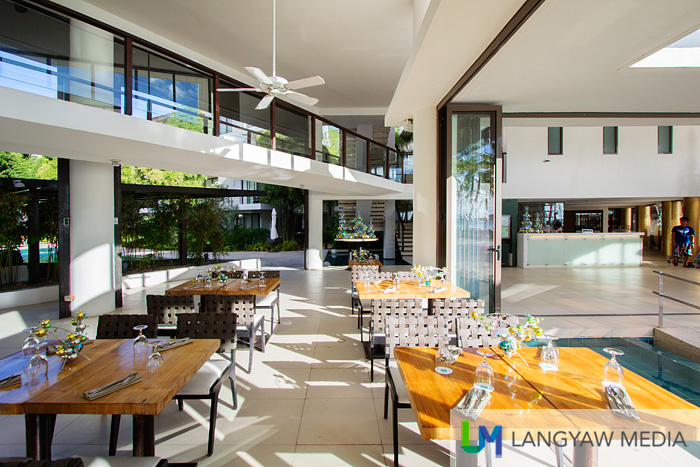 Al fresco dining at Sands Restaurant
