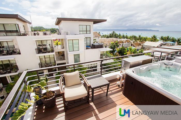 Loft type suites with rooftop jacuzzi