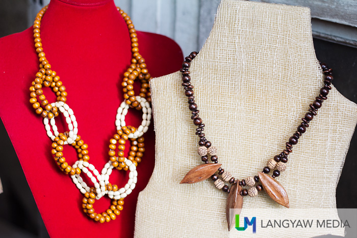 Necklaces with pili parts