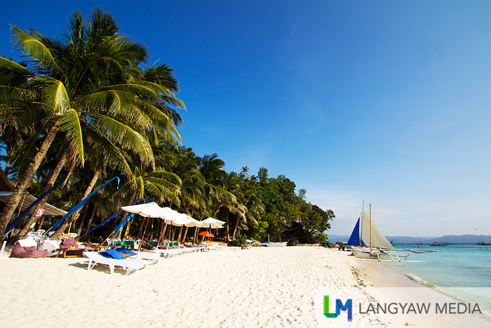 Less crowded Diniwid Beach