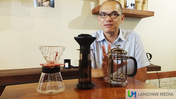 Chef Pepin introducing us to the three kinds of coffee brewer that can be used typically in homes