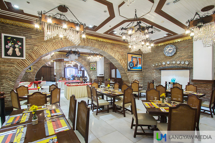 Comedor, the main dining area of Hotel Luna