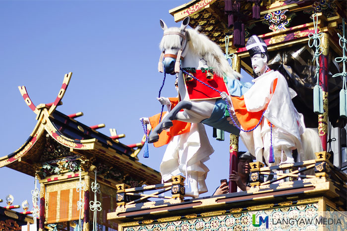 Images of priests and horse atop the Jimmatai. Beside it is the top of the Kyuhosha yatai.