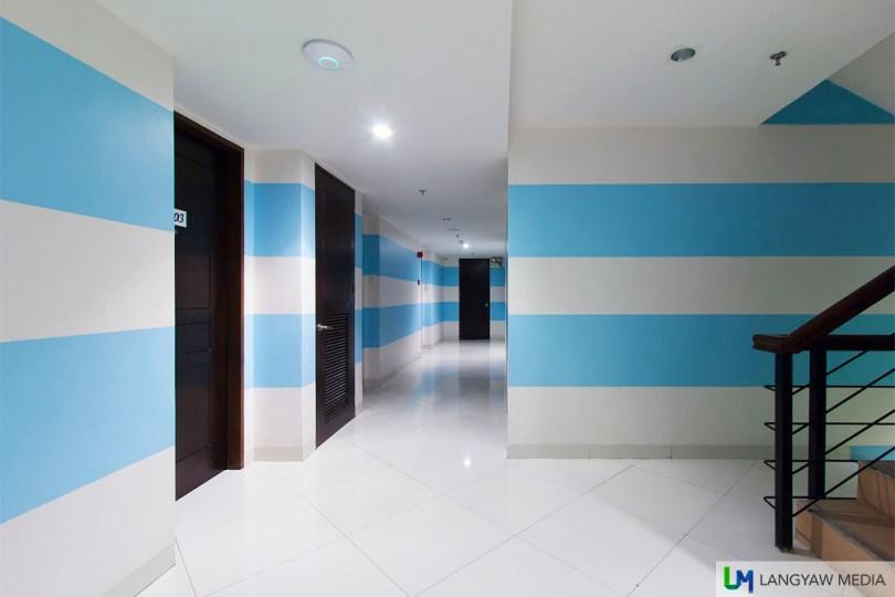 Color coded corridors, different per floor