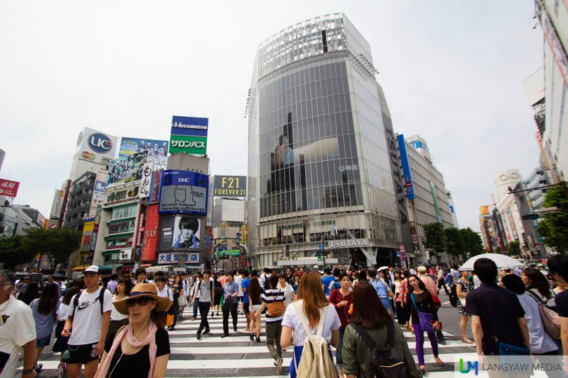For a few minutes, people do the Shibuya crossing and because of its popularity, many take photos, pose, do antics for them to post on social media.