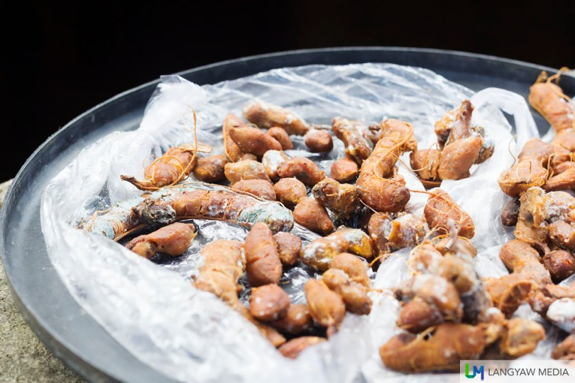Shelled tamarind fruit is left to air dry. This is one of the ingredients used in Sasak cooking.