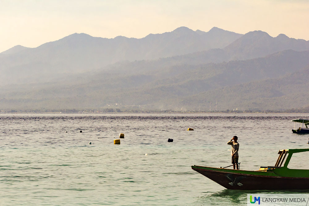 A beautiful morning scene off Gili Trawangan with a view of Gunung Rinjani in Lombok