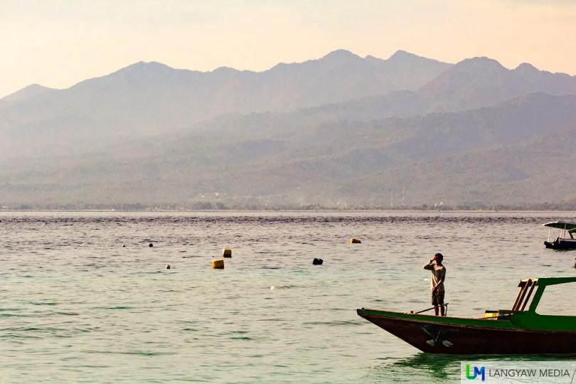A beautiful morning scene off Gili Trawangan with a view of Gunung Rinjani in Lombok