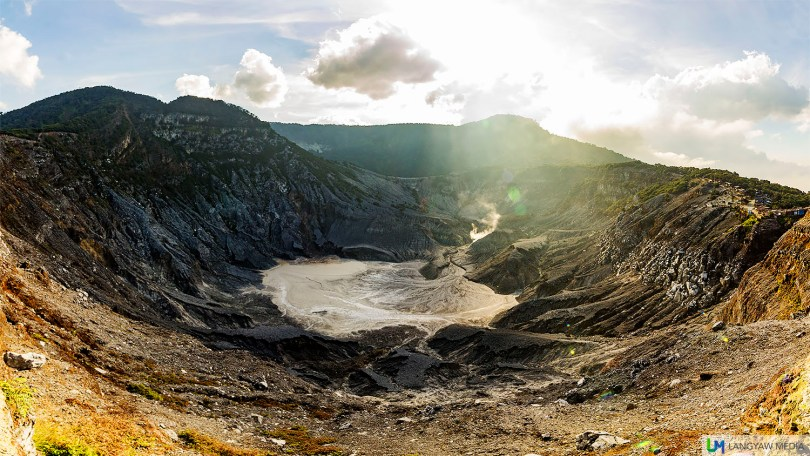 A panoramic spread of Tangkuban Perahu's crater