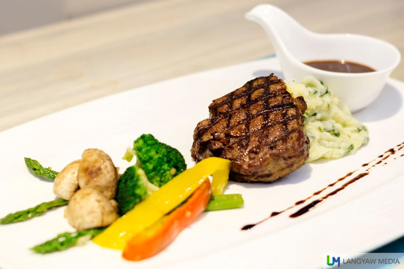 Grill Australian beef tenderloin with vegetable and parsely-spinach mashed potato