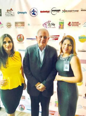 Jesika Gonzalez, el alcalde Tomas Regalado y Miriam Mendoza
