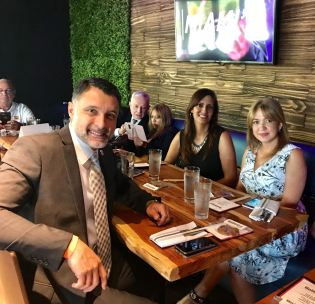 El gerente comercial de Pawa, Luis Castillo, Yudelka Hilario, gerente de Ventas de Pawa y Jeanette Nuñez, miembro de la Cámara de Representantes del estado de la Florida.