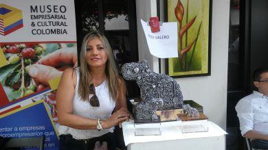 La escultora Rossy Valero, trajo su galeria desde Colombia