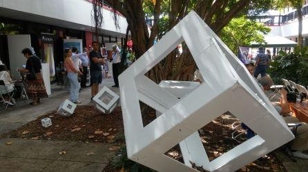 Los famosos cubos del pintor Rafael Montilla engalanaron el festival