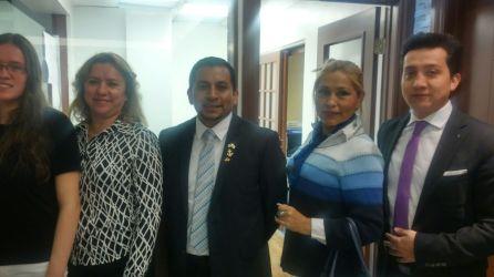 El Cónsul Gustavo Velásquez, Ariela Diaz y representantes consulares.