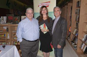 El escritor Eddy Garrido, Marybel Torres y el profesor Eduardo Orozco