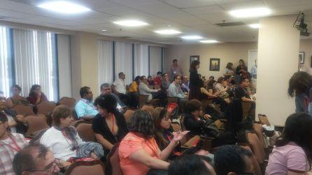 Profesores y estudiantes plenaron el auditorium.