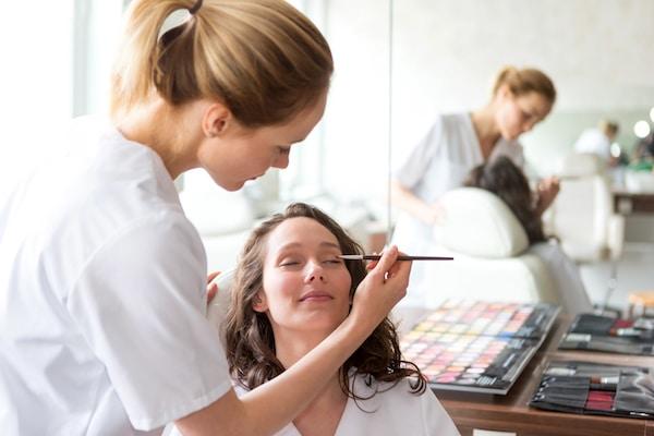 Abren inscripciones para cursos de maquillaje y cosmetología