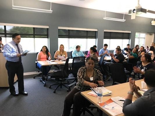 Latinos aprenden cómo empezar un negocio en Carolina del Norte