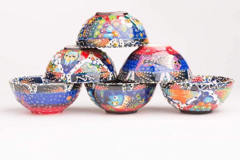 Foto de tazones de cerámica.