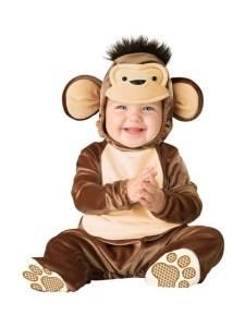 Un adorable bebé vestido de mono