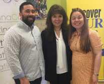 Desde la izquierda: Alex Inoa, gerente de comunicaciones y bases de datos de El Buen Pastor Latino Community Services, junto a la directora ejecutiva Odette Sánchez e Hilda Gurdián, directora de La Noticia.