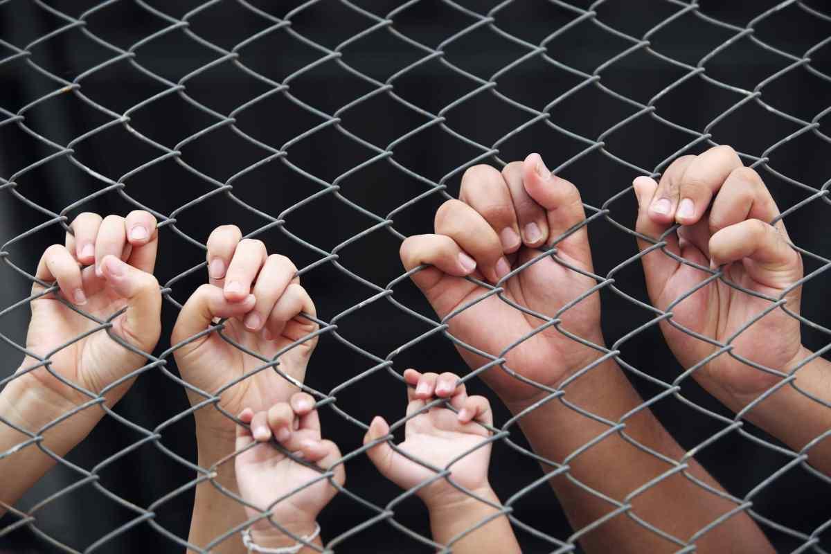 Fiscal de Carolina del Norte pide que se defiendan derechos de niños inmigrantes
