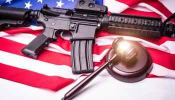 El gobernador de Carolina del Norte, Roy Cooper, hizo un llamado a los legisladores estatales para que reconsideren dos proyectos de ley que buscan establecer algún tipo de control de armas de fuego, después de los tiroteos masivos ocurridos en El Paso, Texas, y Dayton, Ohio.