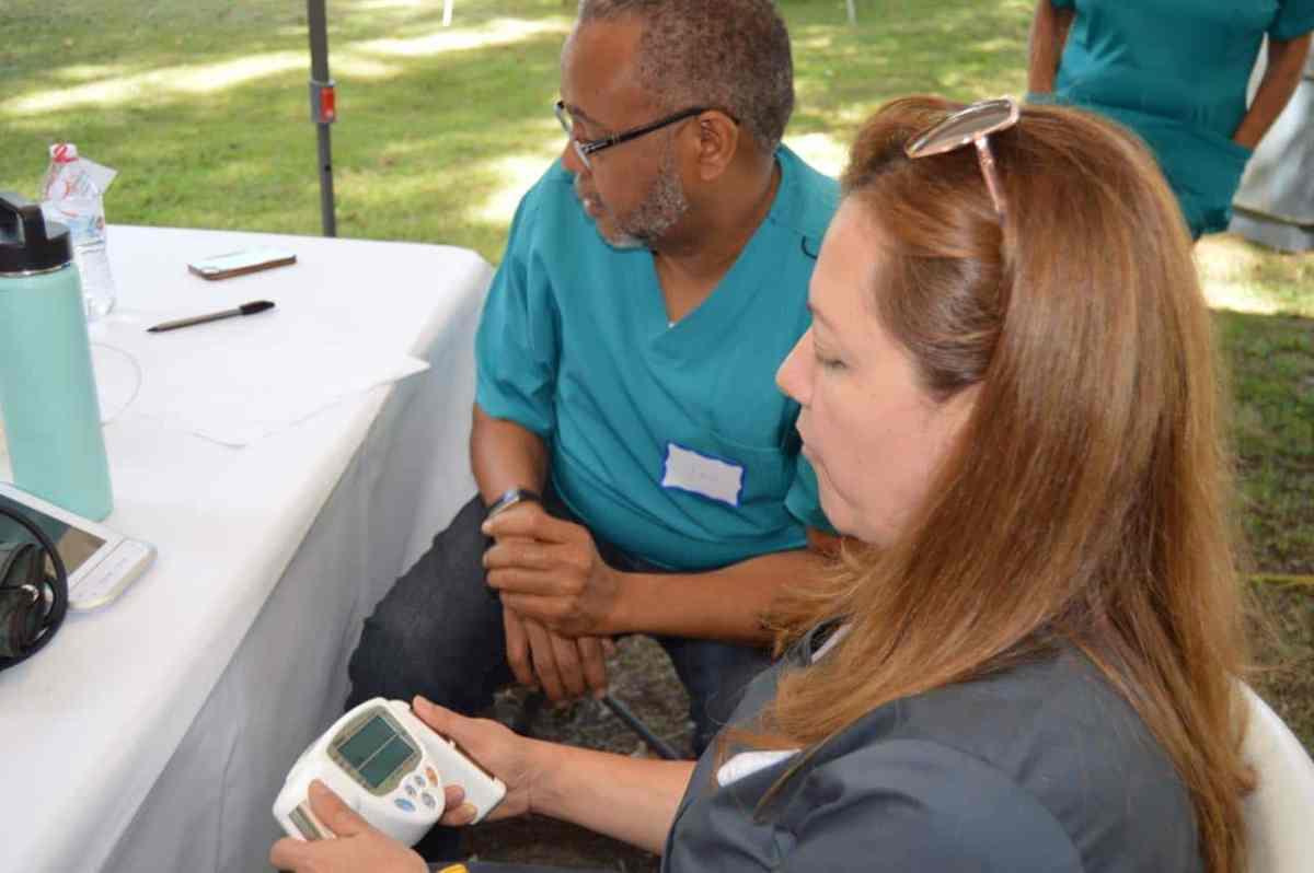 Realizan jornada de salud gratuita en conjunto de casa móviles