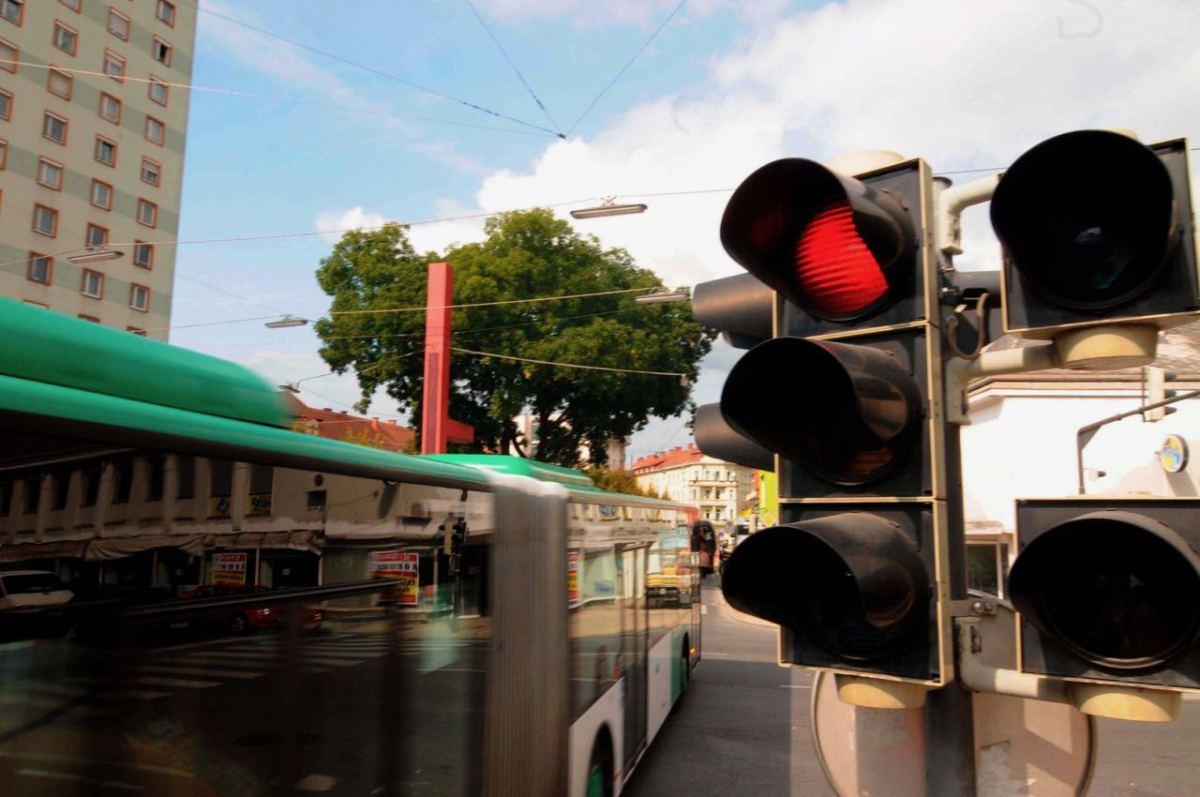 Sube número de muertes en accidentes por no respetar el semáforo en rojo