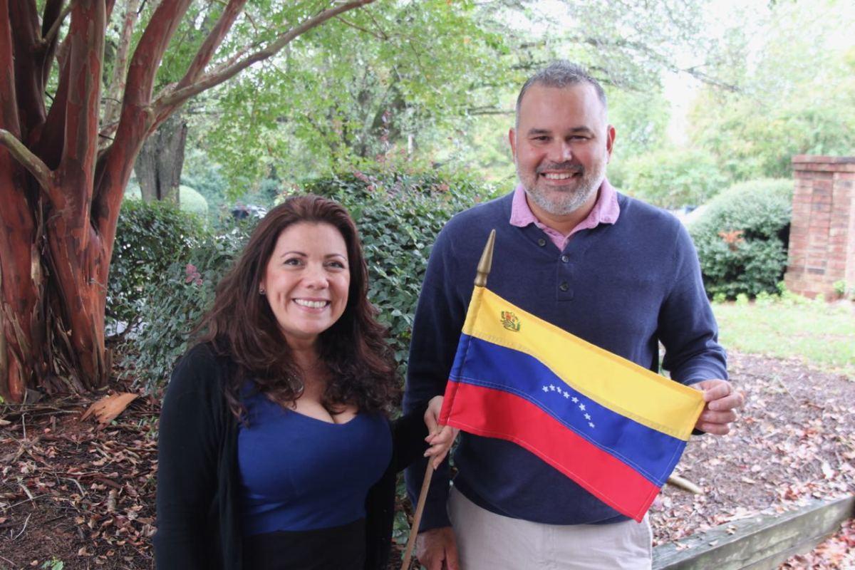 Alianza de Venezolanos en Charlotte extienden la mano a los recién llegados