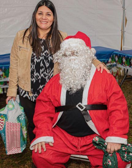 Cientos de niños reciben una Navidad muy alegre
