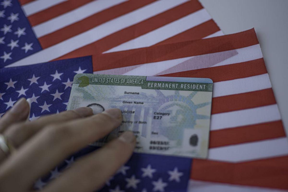 """Relativamente pocos inmigrantes podrían ser afectados con nueva regla de la """"carga pública"""""""