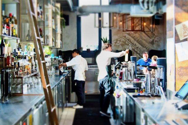 USBGestá concediendo beneficios económicos a bartenders
