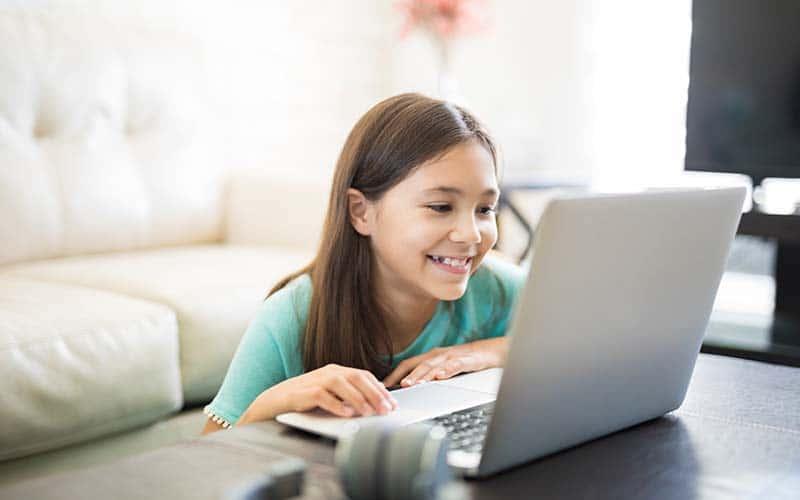 Divertidos espacios educativos en línea para niños latinos